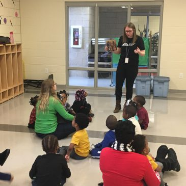 Family Child Care Program learns about animals with Cincinnati Museum Center